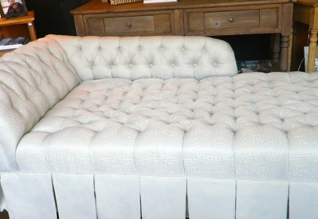 Diamond Tufted Chaise Longue in Silk